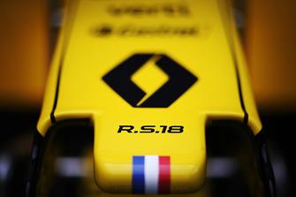 أنف سيارة رينو آر.اس.18