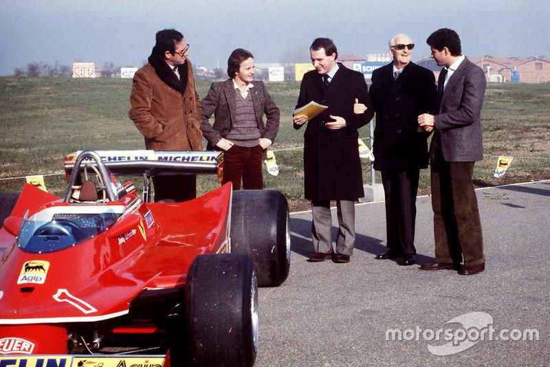 Maranello 1980, Mauro Forghieri, Gilles Villeneuve, Marco Piccinini, Jody Scheckter lors de la présentation de la Ferrari T5