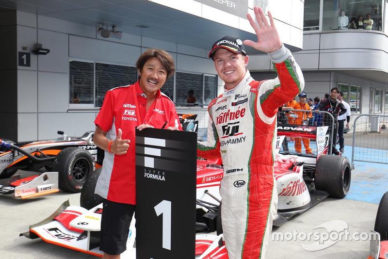 優勝したニック・キャシディと近藤真彦監督(KONDO RACING)