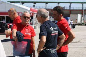 Giacomo Scanzi e il personale del team Ghinzani-ARCO Motorsport