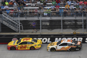 Joey Logano, Team Penske, Ford Fusion Shell Pennzoil, Trevor Bayne, Roush Fenway Racing, Ford Fusion AdvoCare Rehydrate