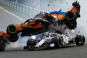 Charles Leclerc, Sauber C37, Fernando Alonso, McLaren MCL33 collide at the start of the race