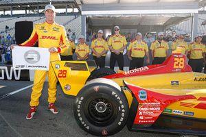 Ganador del premio Verizon P1 Pole Ryan Hunter-Reay, Andretti Autosport Honda