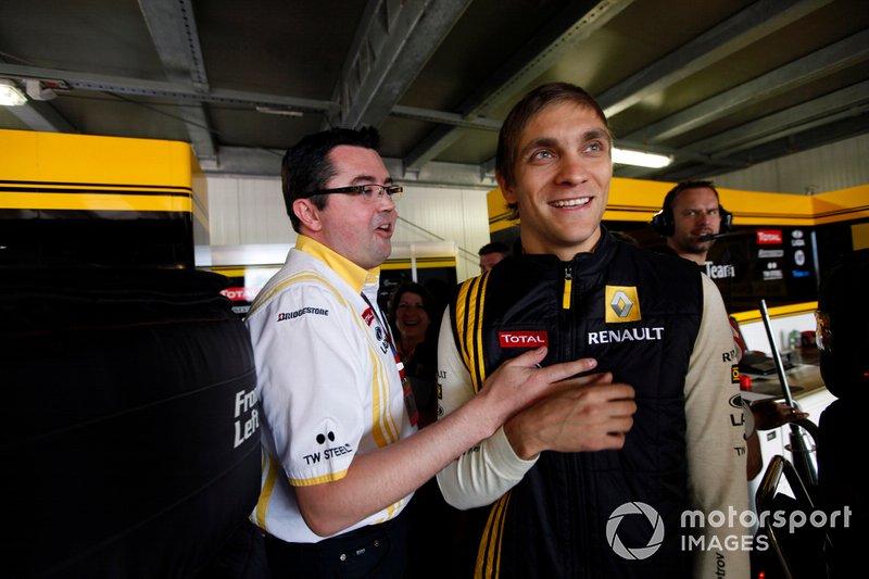 Vitaly Petrov, Renault F1 Team, con Eric Boullier, Team Principal, Renault F1 Team, al GP di Monaco del 2010