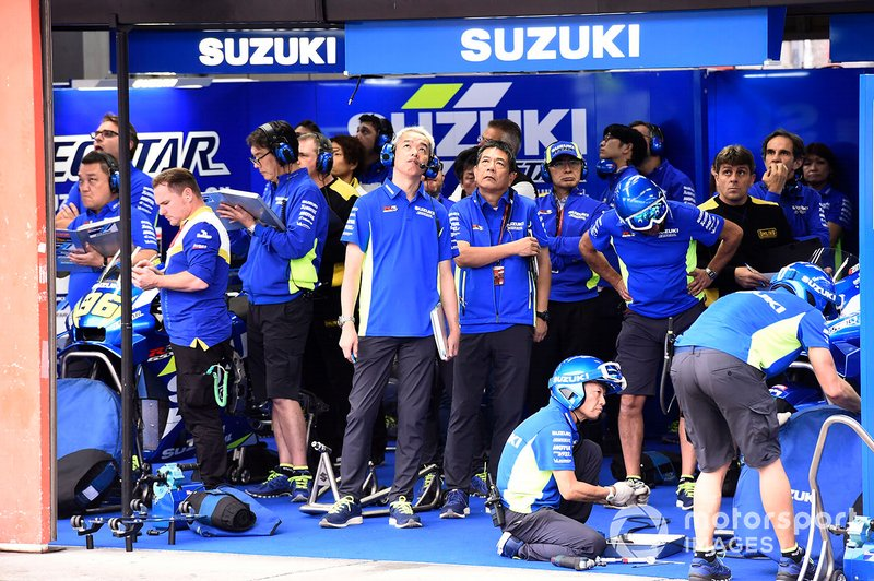 Suzuki MotoGP Team, garaje