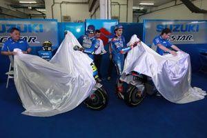 Гонщики Team Suzuki Ecstar Хоан Мир и Алекс Ринс