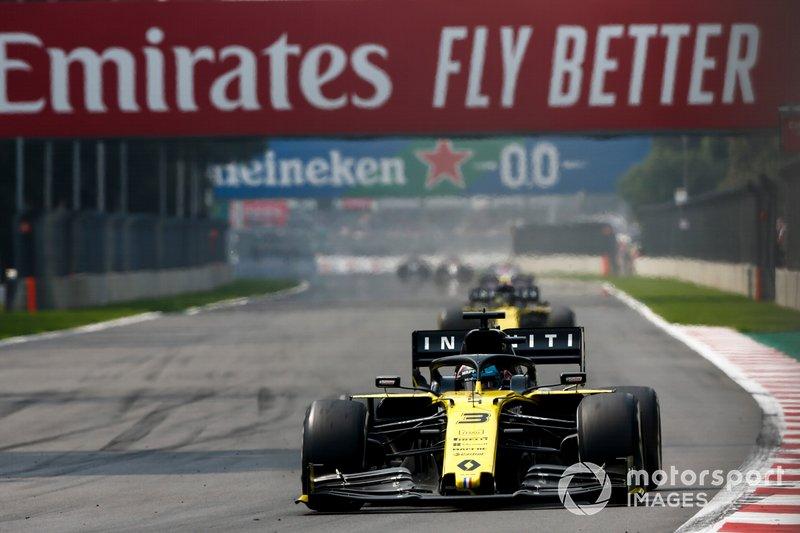 Daniel Ricciardo, Renault R.S.19, leads Nico Hulkenberg, Renault R.S. 19