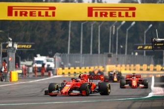 Charles Leclerc, Ferrari SF90, devant Sebastian Vettel, Ferrari SF90, et Alexander Albon, Red Bull RB15