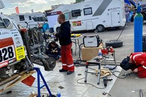 #328 Neil Woolridge Motorsport Ford: Tomas Ourednicek, David Kripal get repaired