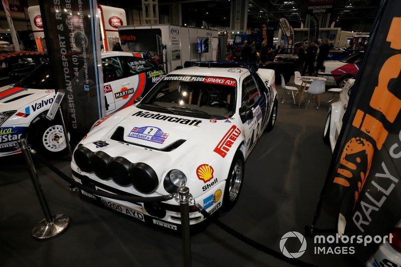 Los coches de rally se exhiben en el salón Autosport