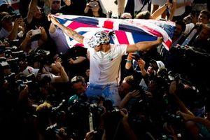 Lewis Hamilton, Mercedes AMG F1, 2e plaats, viert zijn zesde wereldtitel