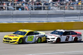 Ryan Blaney, Team Penske, Ford Mustang Menards/Pennzoil, Brad Keselowski, Team Penske, Ford Mustang Discount Tire