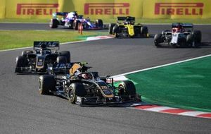 Kevin Magnussen, Haas F1 Team VF-19, leads Romain Grosjean, Haas F1 Team VF-19, Kimi Raikkonen, Alfa Romeo Racing C38, and Daniel Ricciardo, Renault F1 Team R.S.19