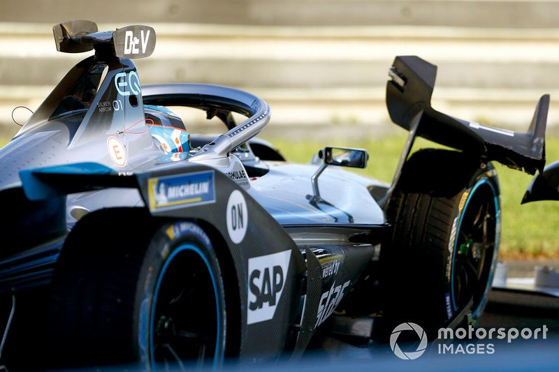 Nyck de Vries, Mercedes Benz EQ, EQ Silver Arrow 01 damages the front wing