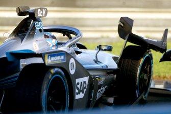 Nyck de Vries, Mercedes Benz EQ, EQ Silver Arrow 01 damages the front wing