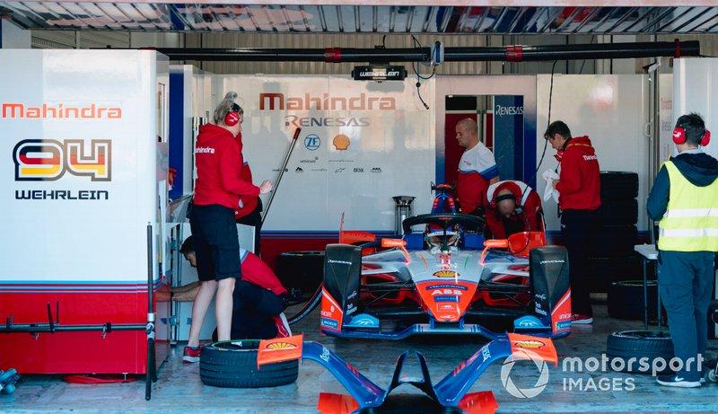 Mechanics work on Pascal Wehrlein, Mahindra Racing, M6Electro