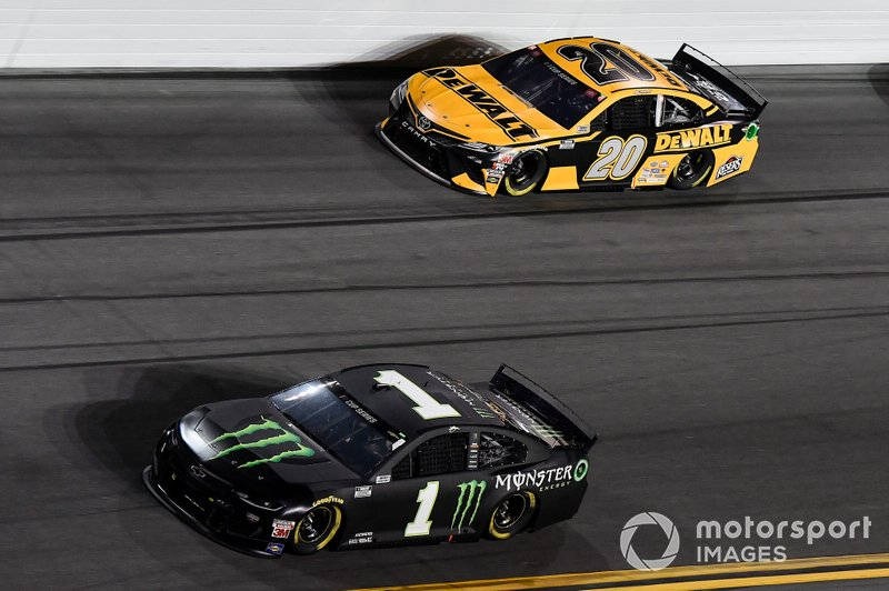 Kurt Busch, Chip Ganassi Racing, Chevrolet Camaro Monster Energy, Erik Jones, Joe Gibbs Racing, Toyota Camry DeWalt
