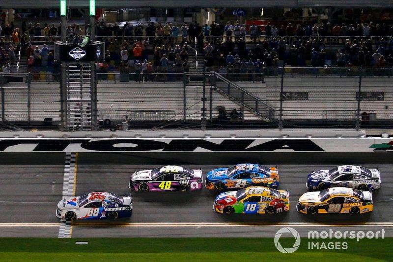 Start zu Duel 2 in Daytona: Alex Bowman, Hendrick Motorsports, Chevrolet Camaro Valvoline, führt