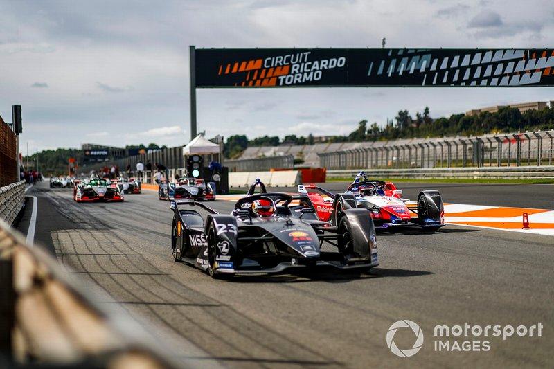 Sébastien Buemi, Nissan e.Dams, Nissan IMO2, Jérôme d'Ambrosio, Mahindra Racing, M6Electro in the pit lane