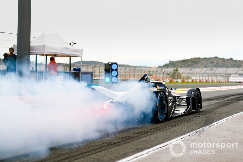 Stoffel Vandoorne, Mercedes Benz EQ Formula, EQ Silver Arrow 01, at the end of the pit lane doing a burn out