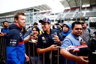 Daniil Kvyat, Toro Rosso takes a selfie with a fan