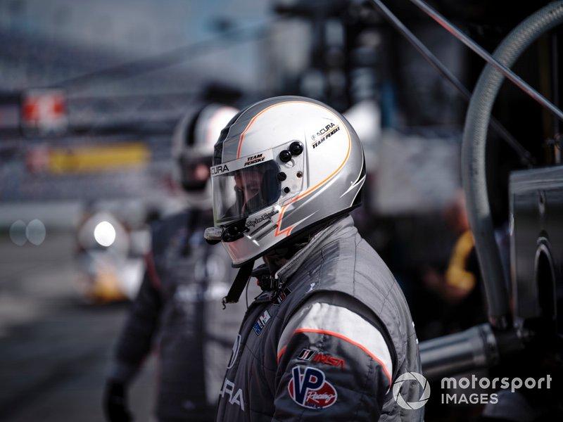 #7 Acura Team Penske Acura DPi, DPi: Helio Castroneves, Ricky Taylor, Alexander Rossi , crew
