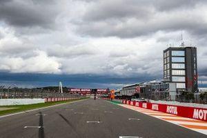 Valencia circuit straight line