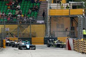 Crash: Felipe Drugovich, Carlin Buzz Racing