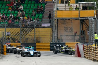 Hon Chio Leong, Jenzer Motorsport, Felipe Drugovich, Carlin Buzz Racing crashed.