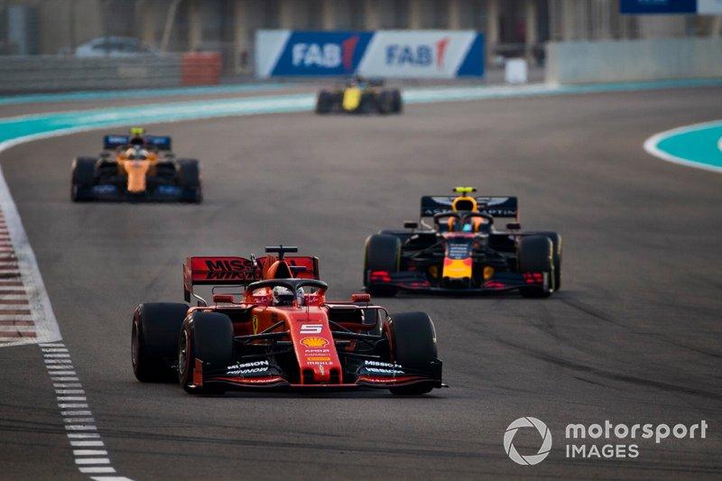 Sebastian Vettel, Ferrari SF90, precede Alexander Albon, Red Bull RB15, e Lando Norris, McLaren MCL34
