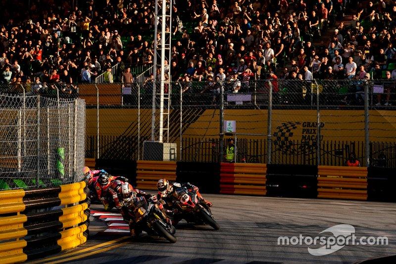 Reinicio Michael Rutter, MGM by Bathams Honda RC213V, Peter Hickman, MGM by Bathams BMW S1000RR