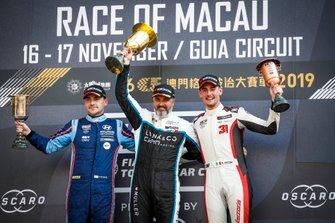 Podium: le vainqueur Yvan Muller, Cyan Racing Lynk & Co 03 TCR, le deuxième Norbert Michelisz, BRC Hyundai N Squadra Corse Hyundai i30 N TCR, le troisième Kevin Ceccon, Team Mulsanne Alfa Romeo Giulietta TCR