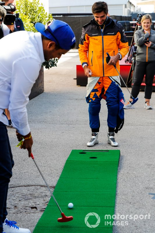 Carlos Sainz Jr., McLaren, plays mini golf