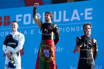 Race winner Antonio Felix da Costa, DS Techeetah on the podium with Maximilian Günther, BMW I Andretti Motorsports, 2nd position, Jean-Eric Vergne, DS Techeetah, 3rd position