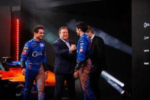 Carlos Sainz Jr., McLaren, Lando Norris, McLaren, Zak Brown, CEO de McLaren y Andreas Seidl director de McLaren