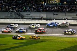 Clint Bowyer, Stewart-Haas Racing, Ford Mustang Rush / Mobil 1 and Michael McDowell, Front Row Motorsports, Ford Mustang Love's Travel Stops slide through the grass as crashing