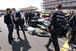 Tom Cruise en Stefano Domenicali, CEO, Formula 1 op de grid