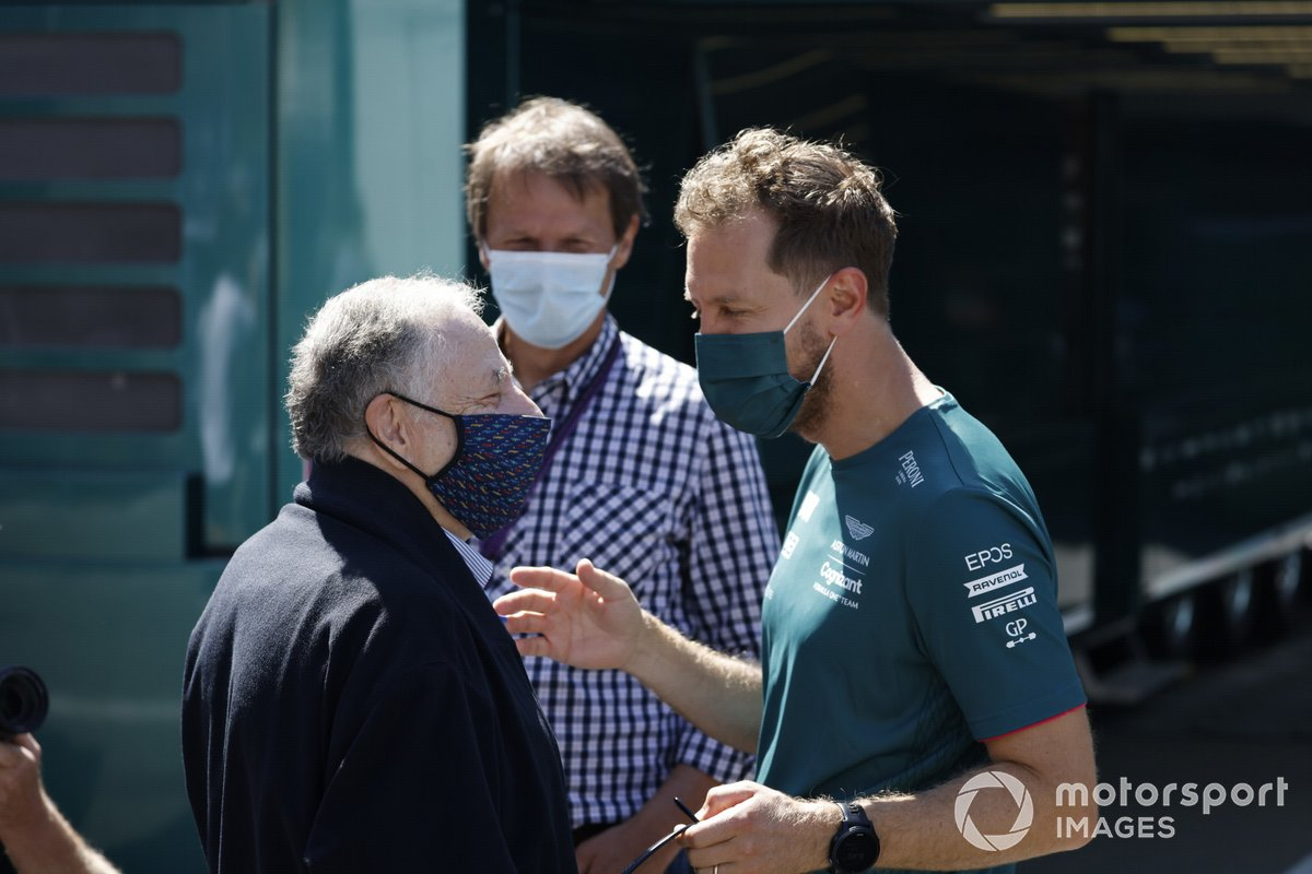 El presidente de la FIA Jean Todt y Sebastian Vettel, Aston Martin