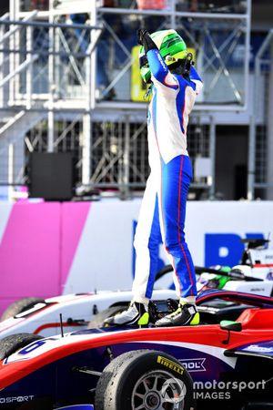 David Schumacher, Trident, célèbre sa victoire