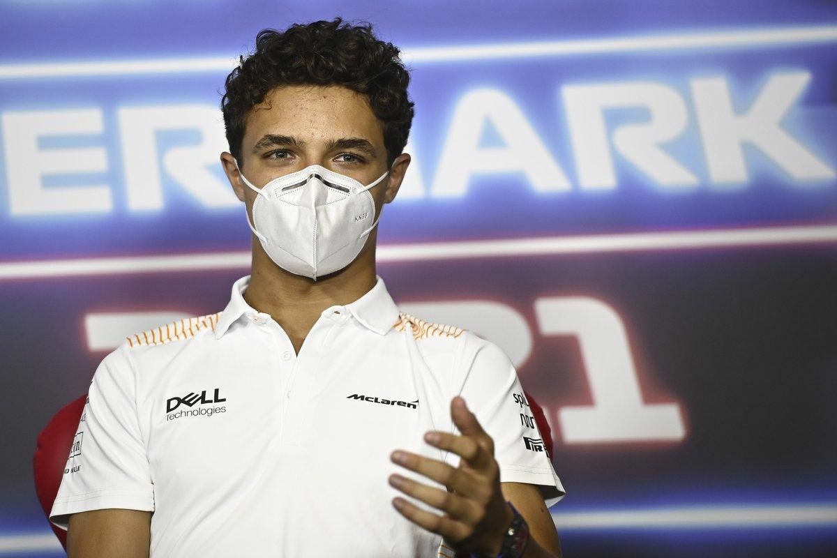 Lando Norris, McLaren en la conferencia de prensa