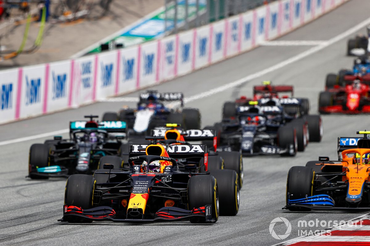 Max Verstappen, Red Bull Racing RB16B , Lando Norris, McLaren MCL35M, Sergio Pérez, Red Bull Racing RB16B, Lewis Hamilton, Mercedes W12
