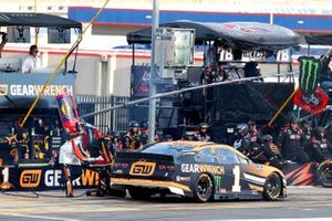 Kurt Busch, Chip Ganassi Racing, Chevrolet Camaro GEARWRENCH pit stop