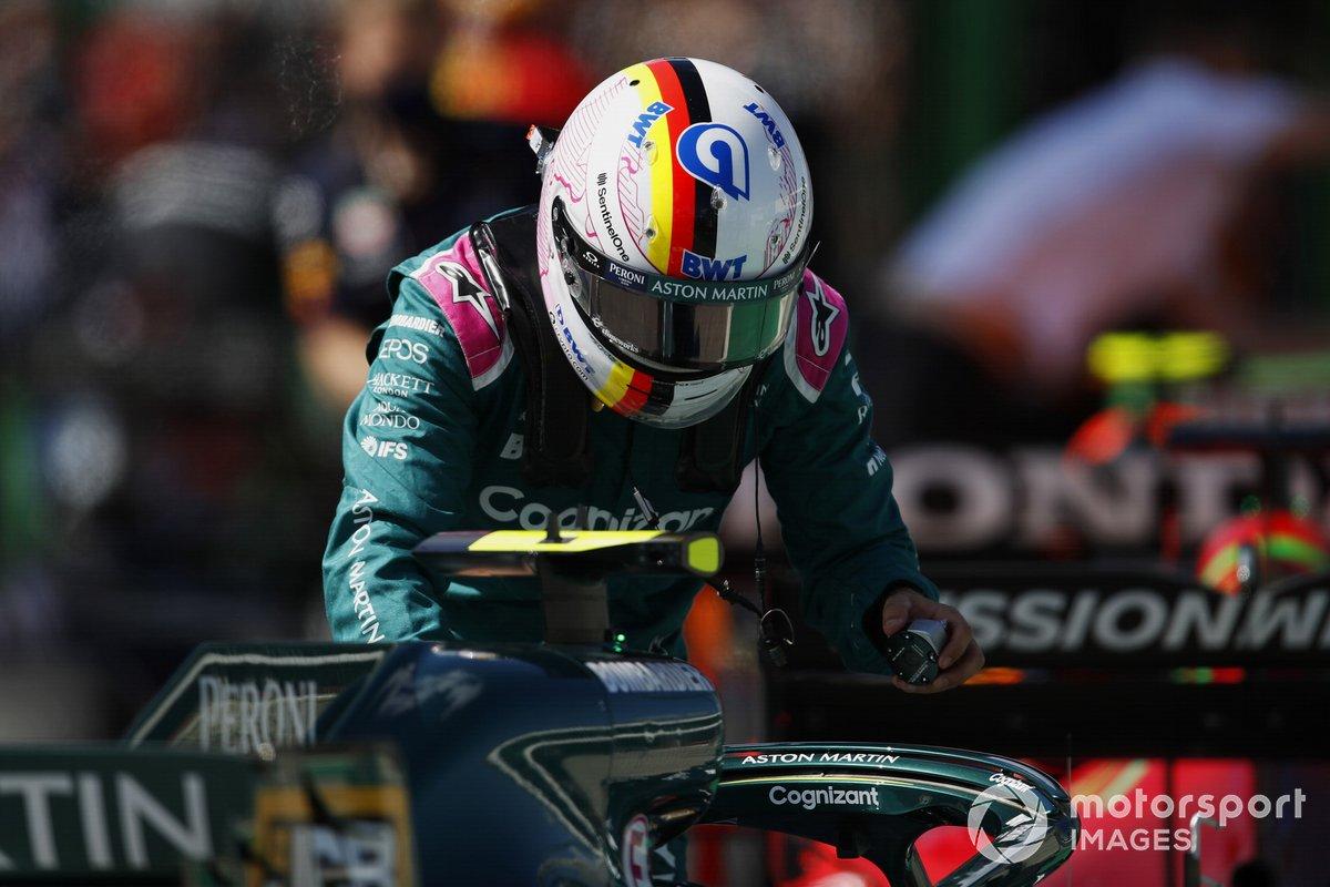 Sebastian Vettel, Aston Martin, al Parc Ferme dopo le qualifiche