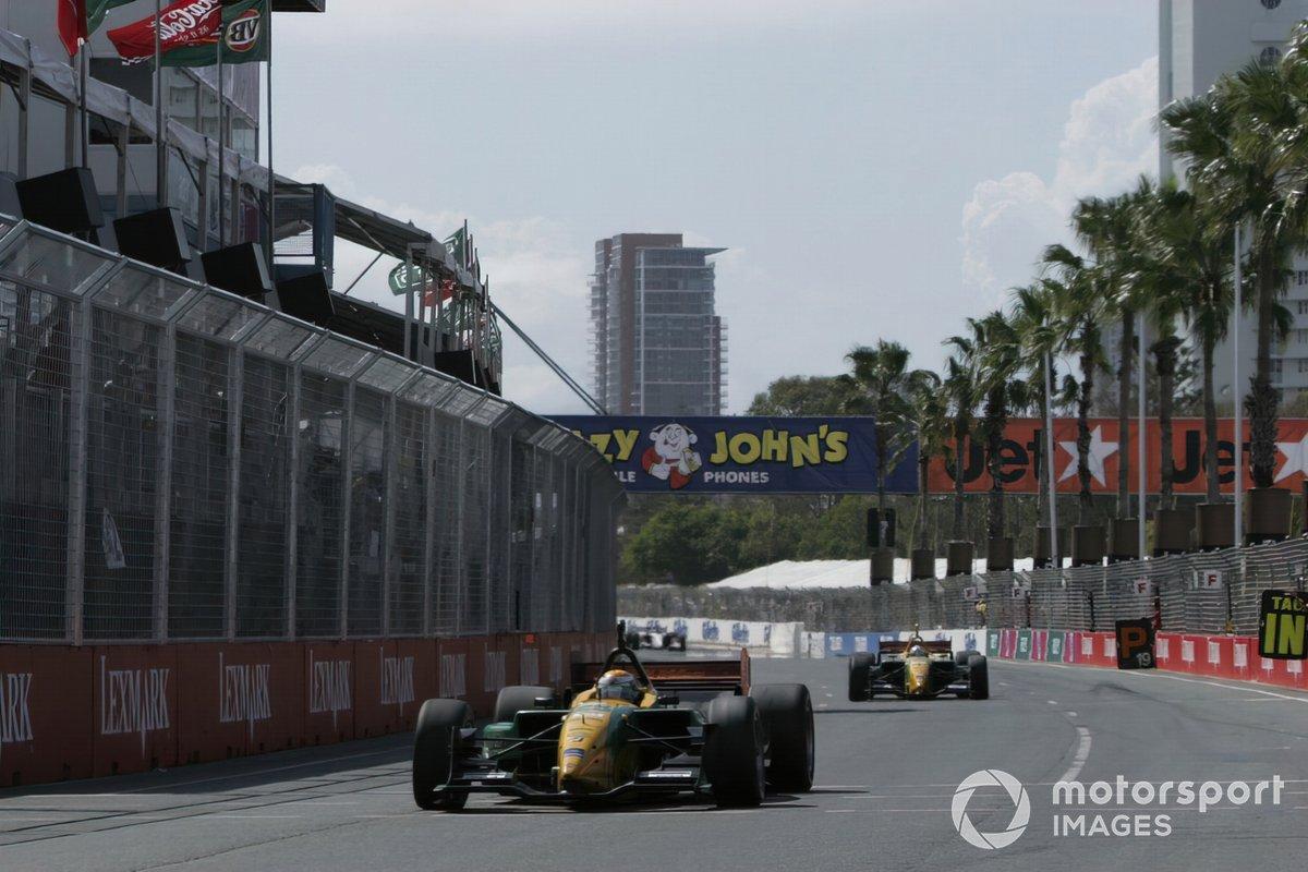 Beim IndyCar-Debüt vom Teamkollege rausgerissen