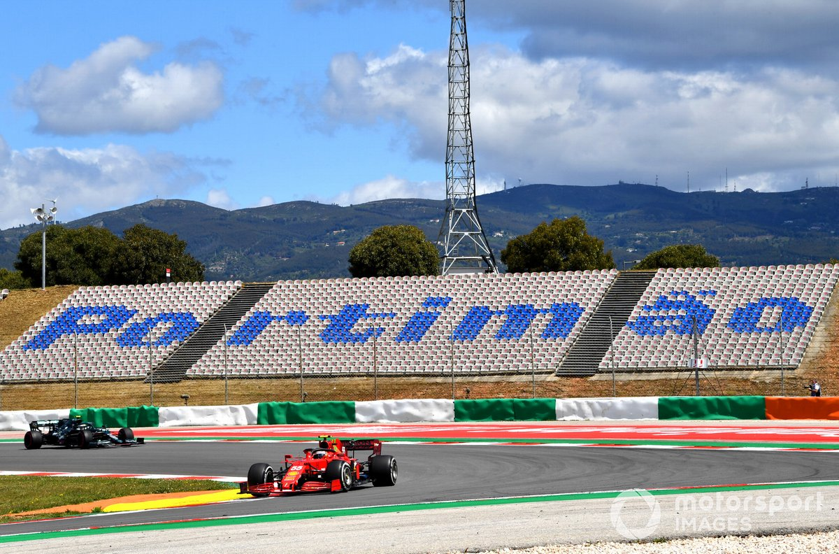 Carlos Sainz Jr., Ferrari SF21, Sebastian Vettel, Aston Martin AMR21