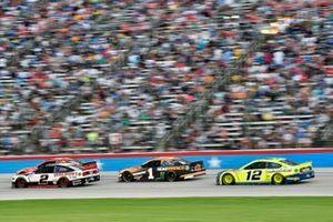 Brad Keselowski, Team Penske, Ford Mustang Discount Tire and Kurt Busch, Chip Ganassi Racing, Chevrolet Camaro GEARWRENCH