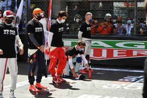 Kimi Raikkonen, Alfa Romeo Racing, Max Verstappen, Red Bull Racing, Carlos Sainz Jr., Ferrari, Daniel Ricciardo, McLaren, and Nikita Mazepin, Haas F1