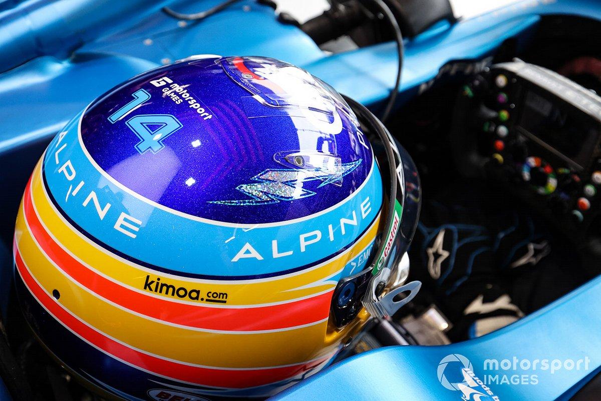 El casco de Fernando Alonso, Alpine A521 con el logo de Motorsport Games en Mónaco