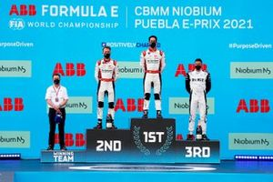 Allan McNish, team principal d'Audi Sport Abt Schaeffler, le 2ᵉ Rene Rast, Audi Sport ABT Schaeffler, le vainqueur Lucas Di Grassi, Audi Sport ABT Schaeffler, le 3ᵉ, Edoardo Mortara, Venturi Racing, sur le podium
