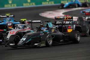 Matteo Nannini, HWA Racelab, davanti a Roman Stanek, Hitech Grand Prix